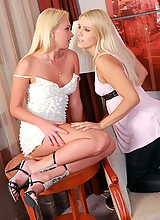 Angelic blondes spread and tongue